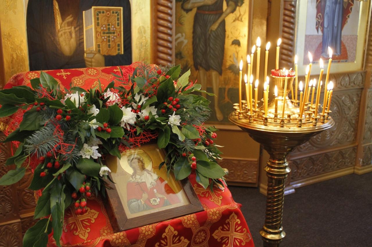 Божественная литургия в Покрово-Татианинском храме